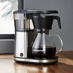 Bonavita Glass Carafe Coffee Maker has refined the process of making great-tasting coffee down to the essential elements. A crucial step in brewing great coffee is reaching—and maintaining—the optimal water temperature. Espresso Machine Reviews, Coffee Maker Reviews, Best Coffee Maker, Coffee Shop, Coffee Lovers, Coffee Menu, Great Coffee, Coffee Coffee, Starbucks Coffee