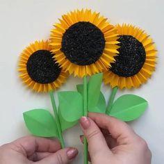 Kids Crafts, Easy Paper Crafts, Paper Crafts Origami, Diy Crafts Hacks, Diy Crafts For Gifts, Diy Arts And Crafts, Preschool Crafts, Vase Crafts, Diy Paper