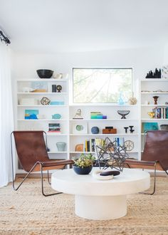Modern  + beachy living room: http://www.stylemepretty.com/living/2016/06/24/this-bright-modern-la-home-is-giving-us-all-the-beach-vibes/ | Photography:Tessa Neustadt