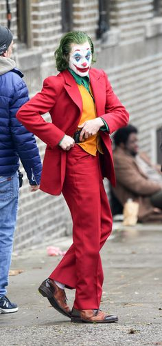 Joaquin Phoenix Photos - Joaquin Phoenix is seen on the movie set of 'Joker' on Nov. - Joaquin Phoenix On The Set Of 'Joker' Der Joker, Joker Art, Harley Quinn Cosplay, Joker And Harley Quinn, Joker Batman, Joaquin Phoenix, Joker Photos, Joker Images, Joker Wallpapers