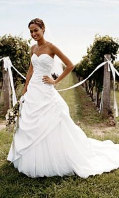 David's Bridal T9669: buy this dress for a fraction of the salon price on PreOwnedWeddingDresses.com