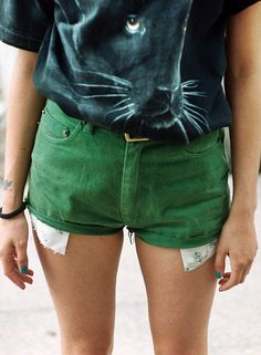 These green shorts Style Club, My Style, Summer Outfits, Cute Outfits, Green Shorts, Girls Wear, Everyday Outfits, Outfit Of The Day, Style Inspiration