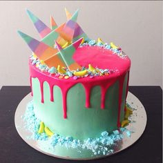 WOW!! Amazing cake by Katherine Sabbath with shards of coloured chocolate and dusted sugar.