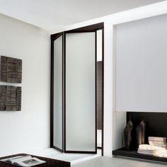 zweiteilige Falttür Unika aus Milchglas und braunem Rahmen