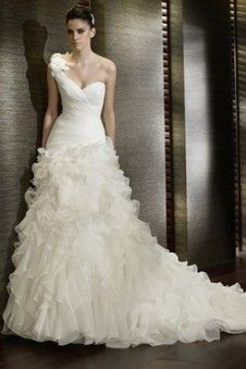 Im Jahr 2012 ist Blume Brautkleider der Topseller. Mit dem Brautkleid mit modischem elegantem Design und der besten Qualität wird Ihre Hochzeit romantisch sein. Im Jahr 2012 ist Blume Brautkleider preisgünstig.