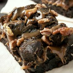 This page contains caramel pecan brownie recipes. Adding caramel and pecans to your brownies makes a great dessert even better. Pecan Brownies Recipe, Brownies Caramel, Caramel Pecan, Brownie Recipes, Cookie Recipes, Caramel Bars, Bean Brownies, Fudge Brownies, Great Desserts