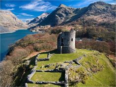 The princes of Gwynedd traced their royal line back to ancient times and became the most powerful dynasty in medieval Wales. Welsh Castles, Castles In Wales, Wales Holiday, Snowdonia National Park, Visit Wales, Parc National, North Wales, Beautiful Places To Visit, Landscape Photography