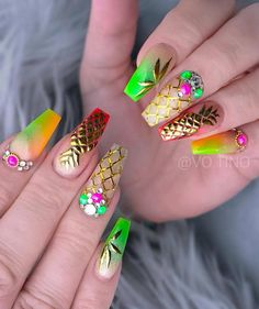 18 Cute Summer Nail Designs to Copy Right Now Amazing fruit nail art design - Golden pineapple with a touch of Coachella Bright Summer Acrylic Nails, Best Acrylic Nails, Summer Nails, Perfect Nails, Gorgeous Nails, Pretty Nails, Shiny Nails, Hot Nails, Jolie Nail Art