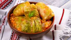 A Holubtsi (cabbage roll) is a dish consisting of cooked cabbage leaves wrapped . Sarma Recipe Serbian, Serbian Recipes, Ukrainian Recipes, Ukrainian Food, Ukrainian Cabbage Rolls, Pork Seasoning, Cooking Tomatoes, Sour Cream Sauce, Cooked Cabbage