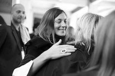 Phoebe Philo après le défilé Céline printemps-été 2014 http://www.vogue.fr/mode/inspirations/diaporama/les-coulisses-de-la-fashion-week-printemps-ete-2014-a-paris-jour-6/15480/image/861816#!5