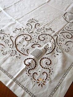 Cutwork Embroidery, White Embroidery, Embroidery Stitches, Drawn Thread, Brazilian Embroidery, Cut Work, Linens And Lace, Heirloom Sewing, Shabby