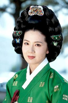 Ladies of the Palace (Hangul:여인천하) is a 2001 South Korean historical television series starringJeon In-hwaandKang Soo-yeon.  It aired onKBS2 for 150 episodes. Chung Nanjeong was aKorean politician and philosopher. She was a concubine and became the 2nd wife ofYun Won-hyung,Prime ministerand 13th KingMyeongjong's uncle. 창빈안씨 최정원