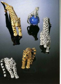 The Great Cats 1. Gold panther Brooch (Cartier) 2. Diamond and Sapphire Panther Brooch weigthig 152.35 carats (Cartier) 3. Onyx and Diamond Panther Brooch (Cartier) 4. Platinum and Onyx Panther Brooch (Cartier) 5. Gold and Onyx Panther Brooch (Cartier)