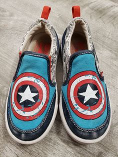 550cc1d2514c0 Size  11.5 M child youth Brand  Stride Rite   Marvel GUC Captain America  themed Stride Rite slip on washable canvas sneakers. Unisex.