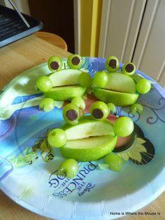 Receta fruta con forma de sapo. Película Tiana y el Sapo. La Princesa y el Sapo receta con manzana y uva. Cocinar recetas películas disney