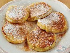 Jablečné lívance, které si zamilujete. Příprava je naprosto jednoduchá. Nahážete vše do mixéru a rozmixujete. Předtím však opečte jablka na pánvi s trochou másla. Nebíčko v tlamičce. Cooking With Kids, Cooking Time, Cooking Recipes, Luxury Food, Czech Recipes, Breakfast Snacks, Beignets, Healthy Sweets, Fondant Cakes