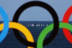 GALERIA - Clique da disputa da vela no meio dos arcos olímpicos (Foto: Paul Gilham/Getty Images)