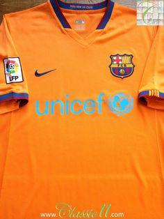 Relive Barcelona's 2006/2007 La Liga season with this vintage Nike away football shirt.