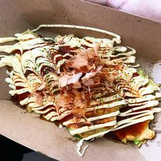 So happy to see back at One of our favorites 2 years in a row. Japanese street snack Okonomiyaki An amazing veggie pancake. Tag a friend who is into thick veggie. Dc Food, Japanese Streets, Buzzfeed Food, Pancake, Love Food, Food Porn, Veggies, Snacks, Eat