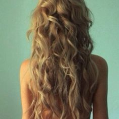 Long, wavy dirty blonde hair. This is among the most beautiful hair I have ever seen. <3 08.27.2013