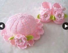 Sombrero y zapatos a juego hechos a crochet