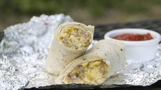 Camping Breakfast burritos When ready to cook, place pre-wrapped burritos in hot coals next to fire. Cook until burritos are thoroughly heated, 10 to 15 minutes depending on how hot the fire is. Campfire Breakfast Burritos, Camping Breakfast, Breakfast Recipes, Breakfast Ideas, Breakfast Dishes, Brunch Ideas, Breakfast Time, Brunch Recipes, Breakfast Sandwiches