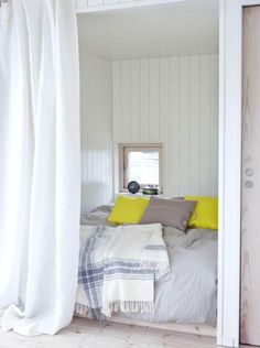 Double room: 102 ideas and projects to decorate your environment - Home Fashion Trend Tiny House Cabin, Tiny House Living, Home Bedroom, Bedroom Decor, Beautiful Small Homes, Brick Cladding, Compact Living, Deco Design, Small House Plans