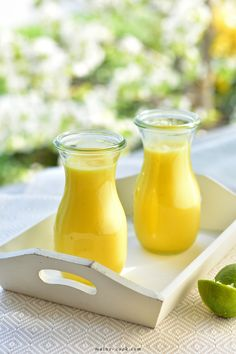 smoothie ananas-banan-limonka pineapple banana and lime smoothie Non Alcoholic Cocktails, Drinks Alcohol Recipes, Pineapple Banana Smoothie, Vegetable Smoothies, Pineapple Recipes, Healthy Fruits, Fruits And Vegetables, Smoothie Recipes, Lime