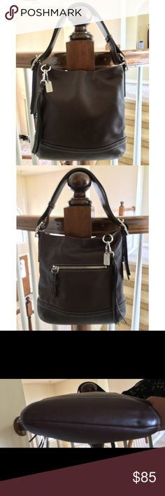 """Coach✨Brown leather handbag 💋 STUNNING Coach brown leather handbag in LIKE NEW condition ❤️. Impress all your friends and colleagues with this gorgeous, LUXURIOUS leather bag ❤️. Exterior features one zip compartment; beautiful gold interior features one zip compartment and two organizer pockets. Strap drop is 8"""". Coach Bags"""