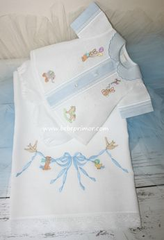 Anton - Bebé Primor | Ropa para niños y niñas | Puerto Rico Baby Boy Dress, Baby Gown, Kids Outfits Girls, Baby Boy Outfits, Kids Frocks Design, Baby Girl Fashion, Kids Fashion, Baby Boy Shirts, Baby Dress Patterns