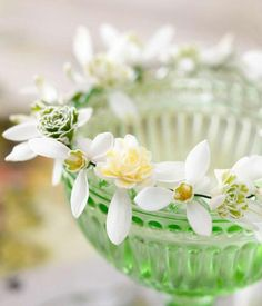 Simple Spring Flower Arrangements, Table Centerpieces and Mothers Day Gift Ideas (18)