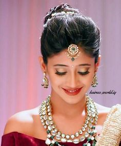 shivangi joshi Hairstyles For Gowns, Hairstyles Haircuts, Wedding Hairstyles, Shivangi Joshi Instagram, Indian Tv Actress, Indian Actresses, Tashan E Ishq, Antique Jewellery Designs, Cutest Couple Ever