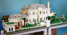 qian yj built a wonderful grand villa. The white residence is a full scale home complete complete with a greenhouse, garage and great landscape details. Lego Mansion, Chateau Lego, Lego Architecture, Architecture Diagrams, Architecture Portfolio, Lego Pictures, Lego Modular, Cool Lego Creations, Lego Design