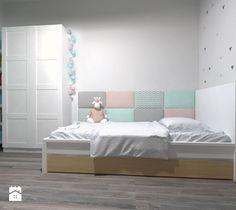 Aranżacje wnętrz - Pokój dziecka: Średni pokój dziecka dla dziewczynki dla malucha dla nastolatka - Novel Studio. Przeglądaj, dodawaj i zapisuj najlepsze zdjęcia, pomysły i inspiracje designerskie. W bazie mamy już prawie milion fotografii!