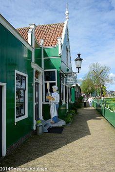 Shops in Zaanse Schans ~ Noord, Holland, Amsterdam Holland Windmills, Bruges, Travel List, Delft, Netherlands, Amsterdam, The Good Place, Europe, Vacation