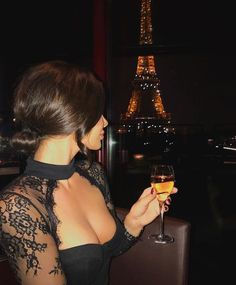 Boujee Lifestyle, Wealthy Lifestyle, Luxury Lifestyle Women, Billionaire Lifestyle, Boujee Aesthetic, Night Aesthetic, Glamouröse Outfits, Luxury Girl, Lace Dress Black