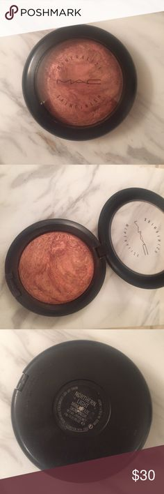 MAC Mineralize Skinfinish in Northern Light Rosy, bronze colored highlight/blush from MAC. Gently used with small divot made in top/middle of product; mild wear on top clear portion of compact. Limited edition shade. Can be used as part of Back to MAC program when used up. MAC Cosmetics Makeup Blush