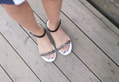 Today's Hot Pick :Chain Accented Sandals http://fashionstylep.com/P0000VSV/elevenam/out Treat your toes the comfort they deserve with these chain accented sandals that look best if worn with mid thigh length dresses or shorts and loose top. -Open toe -Flats -Ankle buckle closure -Chain accent -Color: black