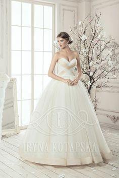 Нежная и благородная модель свадебного платья. Хорошая идея и аккуратное исполнение для Ваших клиенток! www.kotapska.com