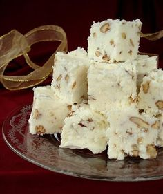 (Try without nuts) White Chocolate Fudge 2 ounce) packages cream cheese, softened 1 ounce) package powdered sugar, sifted 1 teaspoons vanilla extract 1 ounce) white chocolate baking bar, melted 1 cup chopped pecans, toasted Köstliche Desserts, Delicious Desserts, Dessert Recipes, Recipes Dinner, Dinner Ideas, Dessert Food, Fudge Recipes, Candy Recipes, Toffee