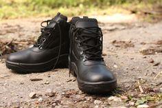 Táto členková obuv s názvom ARCHA je vyrobená priamo na Slovensku a je pýchou výrobcu ARTRA. Dostupnosť aj u nás v ARMY ORIGINAL: http://www.armyoriginal.sk/2715/133490/policajna-obuv-archa-cierna-artra.html