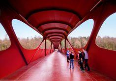 El sueño de Spiderman (2) Interior de la Pasarela de Esch/Alzette, en Luxemburgo, con el parque de Galgenberg al fondo. STEVE TROES FOTODESIGN