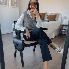 Hannah | COCOBEAUTEA (@cocobeautea) • Photos et vidéos Instagram Autumn Winter Fashion, Fall Winter, Yves Saint Laurent, White Button Up, Appreciation Post, Get The Look, Button Up Shirts, Knitting, Chic