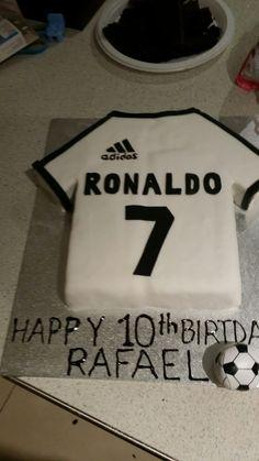 Ronaldo Shirt, Ronaldo Soccer, Simple Birthday Cake Designs, Soccer Cake, Shirt Cake, Soccer Shirts, Lunch Box, T Shirts For Women, Birthday Cakes
