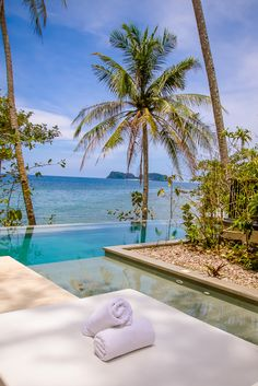 If you are looking for the ultimate luxury in El Nido, Pangulasian Island Resort is the perfect accommodation! | www.eatworktravel.com - The luxury, adventure couple!