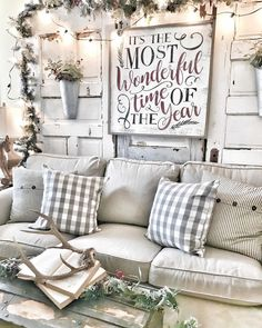 Looking for for inspiration for farmhouse christmas tree? Browse around this website for cool farmhouse christmas tree inspiration. This kind of farmhouse christmas tree ideas seems absolutely excellent. Decoration Christmas, Farmhouse Christmas Decor, Country Christmas, Farmhouse Decor, Farmhouse Style, Modern Farmhouse, Rustic Decor, Holiday Decorations, Modern Christmas