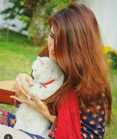 The most adorable momina mustehsan with her cat