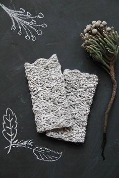 Ravelry: Chunky Fingerless Gloves  - free pattern by Maaike van Koert