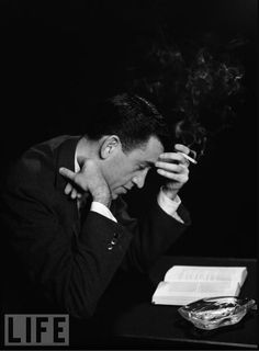 """Salinger reading """"The Catcher in the Rye"""". Photo via Awesome People Reading. I Love Books, Good Books, Books To Read, My Books, Amazing Books, Book Writer, Book Authors, Story Writer, Jd Salinger"""