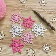 This pattern has 6 rounds and measures about 3 For the snowflakes pictured I used Scheepjes Maxi Sugar Rush crochet thread. Crochet Snowflake Pattern, Crochet Stars, Crochet Snowflakes, Crochet Flower Patterns, Thread Crochet, Crochet Motif, Crochet Flowers, Fabric Christmas Trees, Crochet Christmas Ornaments